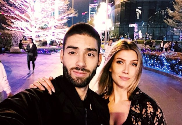 Noemie Happart y Yannick Carrasco